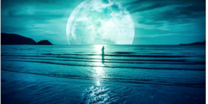 Conectando con la luna para entrar en silencio y recibir consejo